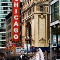 fotografie in fata la teatrul din Chicago