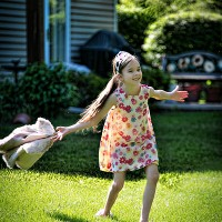 copil care alearga